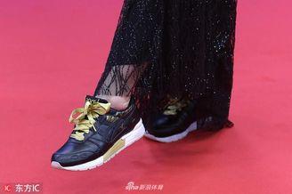 铁三女皇劳伦斯典礼展示鞋带