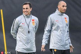 卡纳瓦罗带领国足进行首次训练