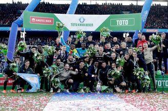 阿贾克斯4-0大胜夺5年来首冠