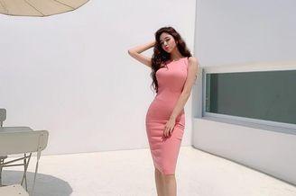 包臀粉色长裙美女现妙曼身姿