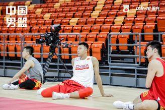 中国男篮踩场训练备战热身赛