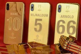 壕!利物浦球员获定制纯金手机