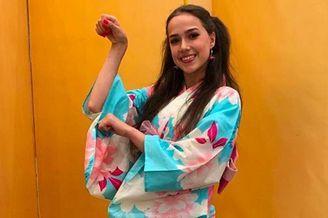 扎吉托娃穿日本和服拍美照
