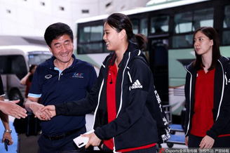中国女排抵达南京备战世联决赛