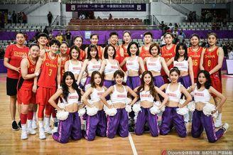 甜美啦啦队助威中国女篮