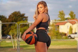 INS最美篮球女神 这谁顶得住啊