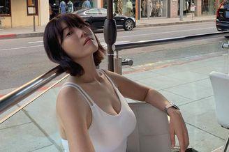 韩国美女职业球手身材不输模特