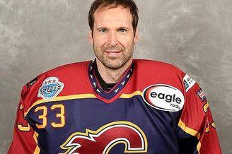 切赫退役后开启了冰球职业生涯