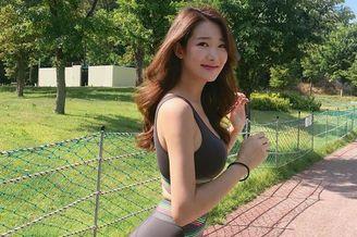 模特美女健身秀出婀娜身姿
