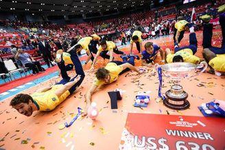 世界杯巴西男排十一连胜捧杯
