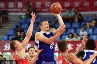 八国男篮赛美国82-69白俄罗斯