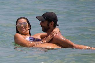 帕克前妻与老公伊比萨岛度假