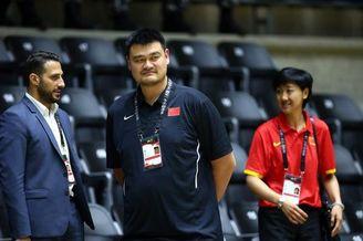 姚明现场观战亚洲杯中国比赛