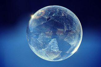 晶莹剔透的飞舞的泡泡
