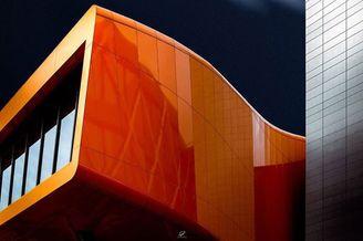 浩大空间与硬派建筑 明度建筑打造极简科幻空间