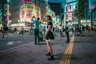新宿街头的华丽之夜 灯红酒绿的超级都市