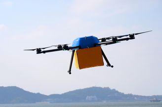 无人机群组跨海快递飞行成功