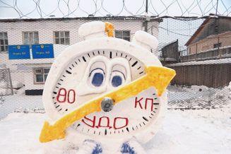 俄罗斯监狱举办雪雕大赛,五颜六色雪雕太可爱