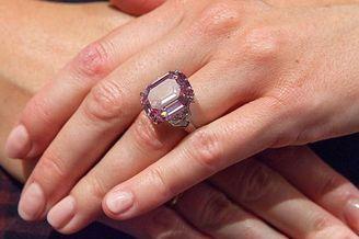 19克拉稀世鲜彩粉钻即将拍卖