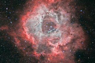英国60岁老太拍出5玫瑰星云图