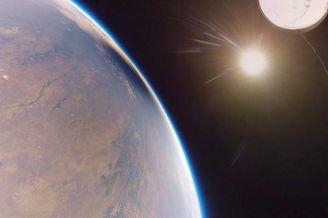 气球送全景相机冲出地球