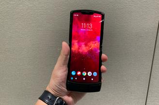 折叠屏手机的新思路 摩托罗拉Razr现场实拍图