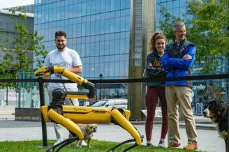美国波士顿举办机器人派对 科技新品齐聚一堂