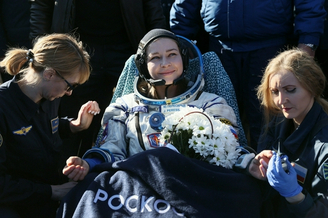 俄罗斯电影摄制组返回地球