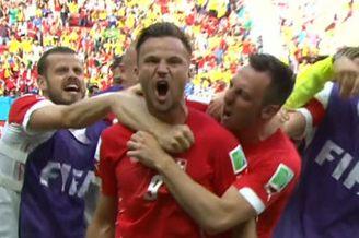 进球视频-瑞士铁卫铲抢救主 追身反击奇兵读秒封喉