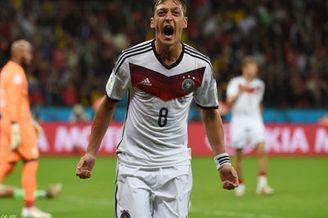进球视频-德国禁区轻松传递 空门被挡272补射锁胜