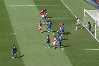 视频-瑞士角球传后点 贝赫拉米回撤头球被没收