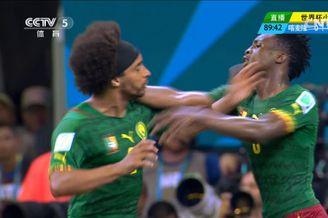 视频-非洲雄狮输急了内讧 队员顶牛互相推搡