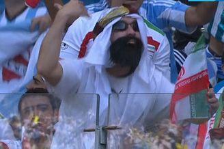 视频-伊朗强力头槌造威胁 看台中东土豪美得直蹦