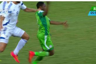 视频-前场抢断险成单刀 尼日利亚任意球擦柱而出