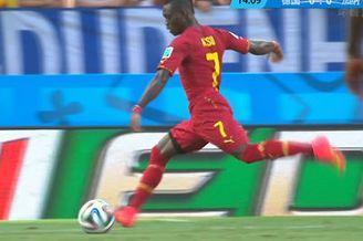 视频-加纳小将外围重炮轰门 诺伊尔倒地侧扑救险