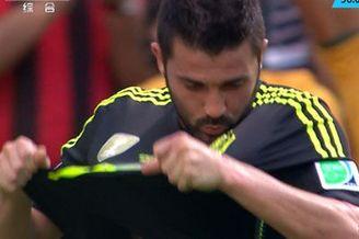 视频-比利亚被换下依依不舍 一代锋王告别世界杯