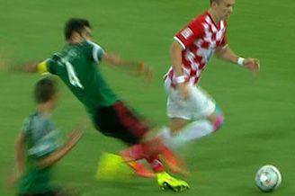 视频-克罗地亚反击奔袭 墨西哥队长背后放铲吃黄
