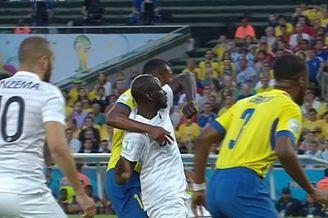 视频-法国悍将角球争顶明显肘击 裁判未予理睬