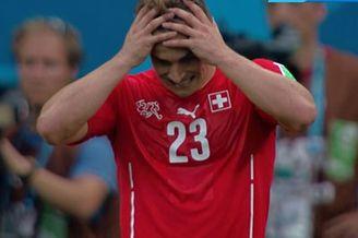 视频-瑞士禁区细腻配合 沙奇里捅射门将用脸挡出