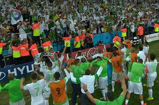 视频-创造历史!阿尔及利亚全队欢呼晋级16强
