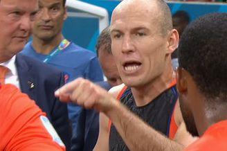 视频-罗本领袖风范! 加时赛前代替教练讲解战术