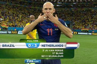 视频-赛后罗本飞吻庆祝 巴西队员全体目光呆滞