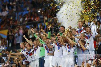 视频-德国冠军颁奖仪式 拉姆举大力神杯幸福狂欢