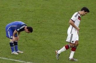 视频-梅西又吐了! 世界杯决赛低头恶心不止
