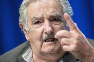 视频-乌拉圭总统再度怒斥FIFA:一帮狗娘养的