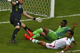 视频集锦-2人伤退铁卫救险 伊朗0-0尼日利亚首平