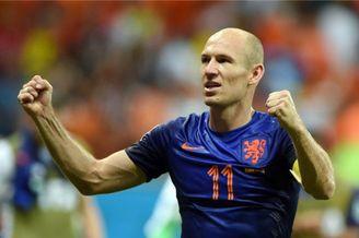 视频-世界杯玩转少林足球 罗本狂奔表演轻功水上飘