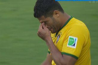 视频-胡尔克点球爆射中路 智利门将神勇用腿挡出