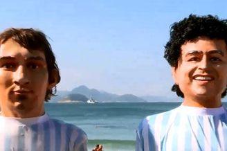 视频-球迷海边立梅西老马泥塑 波黑球迷高歌造势
