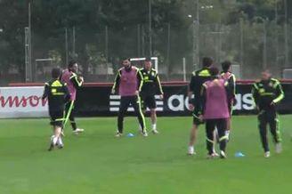 视频-西班牙最后一练 卡西低迷遭托雷斯单刀戏耍